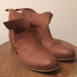Urban Outfitters Ecote boots size 8 brown leather